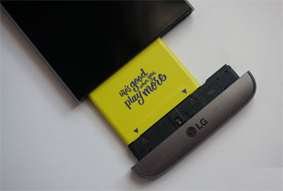 take out battery from lg g5